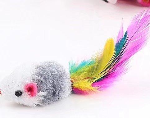 4 Stück Fell in Maus Katzenspielzeug mit Federn und Katze (zufällige Fellfarbe)