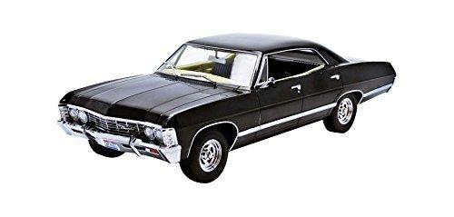 1967-chevrolet-impala-sport-sedan-supernatural-ohio-nummernschild-118-greenlight-19014-by-greenlight