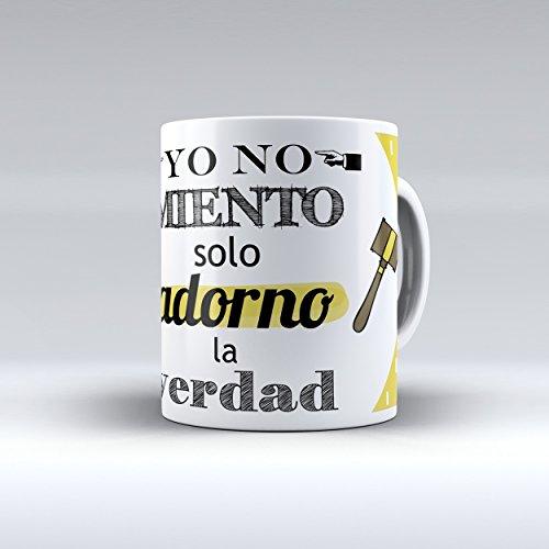 Taza cerámica desayuno regalo original profesión abogado 'Yo no miento, solo adorno la verdad'