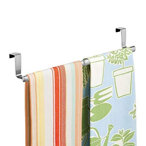 mDesign Toallero colgante para puerta - Colocación sencilla, sin taladrar - Portatoallas para cocina - Soporte porta toallas y repasadores, para puerta - Color: plateado