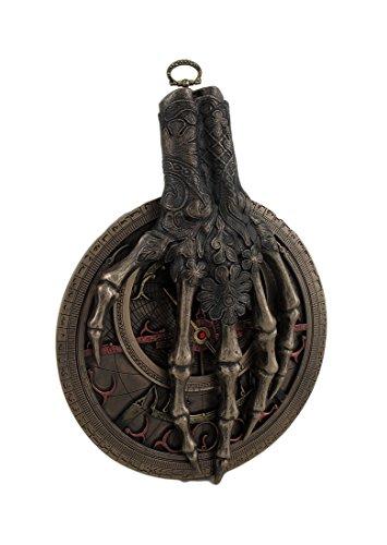 Astrolabio de pared con la mano de La Muerte