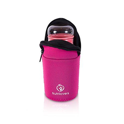 NUTRILOVERS | Design Trinkflasche (BPA-frei) aus Glas (Borosilikat NEU) | gesunden Slow Juicer Saft, als Wasserflasche für Tee | inkl. Schützhülle ideal für Büro, Schule, Freizeit, Sport (pink) (ökologische Wasser-flasche)