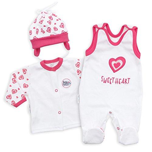 Baby Sweets Baby Set Strampler + Shirt + Mütze Mädchen weiß pink | Motiv: Sweet Heart | Marke Babyset 3 Teile mit Herzmotiv für Neugeborene & Kleinkinder | Größe: 62 (1-3 Monate) - Marke Baby-mädchen Kleidung,