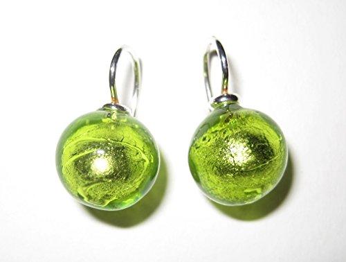 hellgrune-intensiv-leuchtende-ohrringe-aus-handgearbeitetem-muranoglas-mit-einem-bugel-aus-sterlings