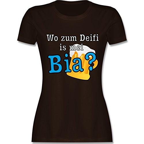 Après Ski - Wo zum Deifi is mei Bia? - tailliertes Premium T-Shirt mit Rundhalsausschnitt für Damen Braun
