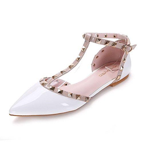 AalarDom Damen Spitz Zehe Schnalle Ohne Absatz Gemischte Farbe Flache Schuhe Weiß-Nietbolzen