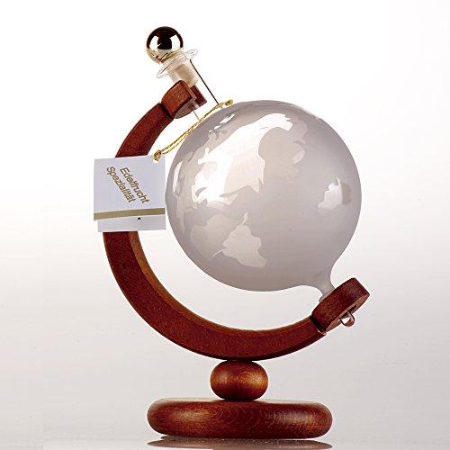 Flasche Weltkugel oder Globus auf Holzständer befüllt mit 500 ml Grappa, in Geschenkverpackung. Die handgefertigte Flasche ist befüllt mit 500 ml Grappa. Eine besondere Geschenkidee!