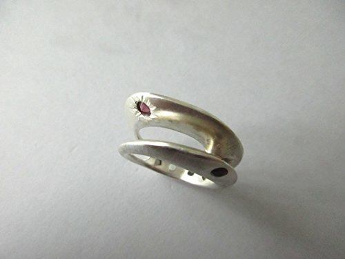 Anello in argento con due pietre dure spinello