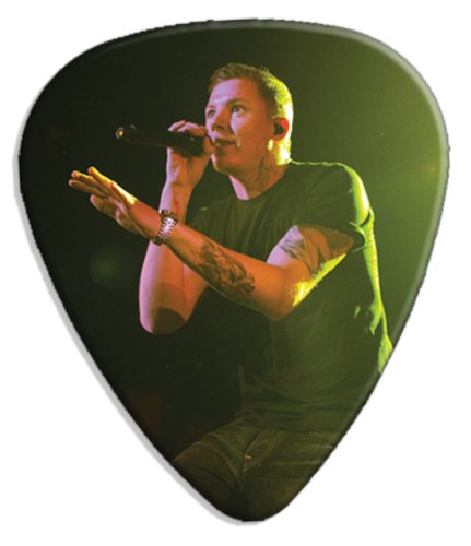 professor-green-dw-big-grande-live-performance-chitarra-plettro