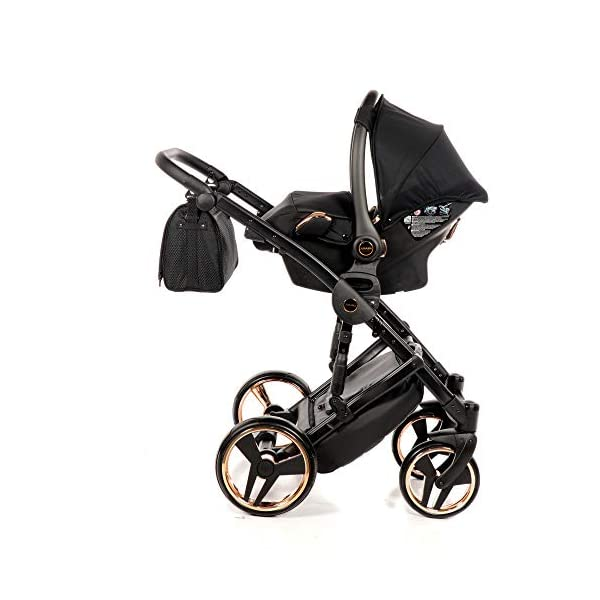 Combination Children's Pram Set JUNAMA Diamond Mirror Satin Baby Pram Buggy Pushchair + Accessories (02 Satin Schwarz - Kupfer, 3IN1) JUNAMA stable and lightweight aluminum frame construction with folding function 1-click system for easy assembly and disassembly Practical carrying handle for easy stowage of the folded frame maintenance-free gel wheels swiveling and lockable front wheels Six shock absorbers Central brake height adjustable push handle Automatic protection against folding the frame high-quality materials Push handle made of Ecco leather Upper materials are water-repellent Machining with silver ions and EcoTex technology waterproof and windproof, breathable high tear and abrasion resistance Covers are washable (100% cotton) Climate opening and window on the hood Hood is completely removable and can be used for the baby bath, as well as the sports seat folded up with wheels: 89 x 42 cm Total height of the stroller to hood top: 107 cm Lying height of the tub from the ground: 65 cm Variable height of the push handle: 77-107 cm Weight of the frame incl. Wheels: 10,2 kg External dimensions of baby carrier for newborns: 90 x 62 x 42 cm Weight of the baby bath attachment: 4.7 kg Length / width / height with hood of sport version: 92 cm x 44 cm x 62 cm Weight of sports seat: 5.5 kg 7