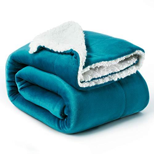 Bedsure Sherpa Decke Türkis zweiseitige Wohndecken Kuscheldecken, extra Dicke warm Sofadecke/Couchdecke aus Sherpa, 150x200 cm super flausch Fleecedecke als Sofaüberwurf oder Wohnzimmerdecke