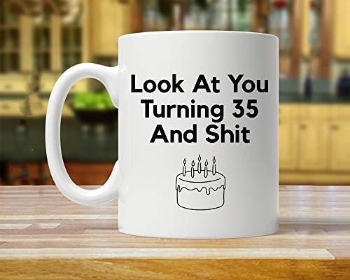 CiCiDi 11 Unzen Kaffeetasse-35. Geburtstagsgeschenk, 35. Geburtstag Becher, Dirty 35, lustige 35 Jahre alt, fünfunddreißig Jahre Party Tassen, 35. Geschenke Ideen, 30. Bday Kaffeetasse (Geburtstag Dirty 30 Ideen)