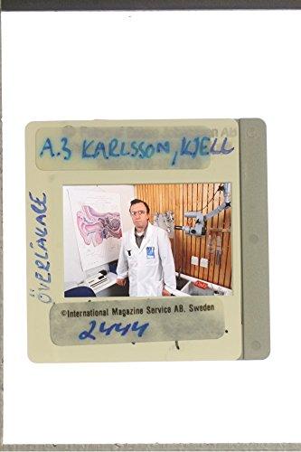 slides-photo-of-doctor-kjell-karlsson-in-his-clinic