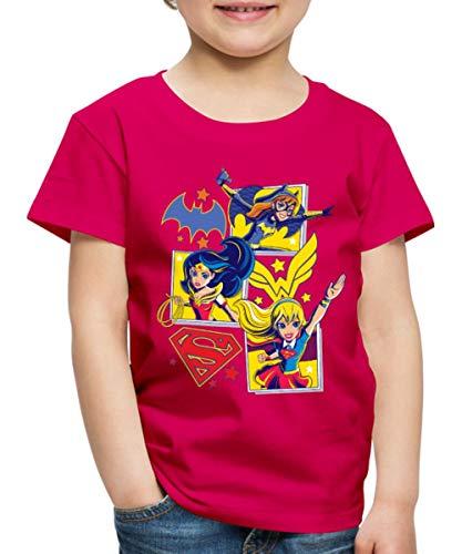 Spreadshirt DC Super Hero Girls Batgirl Wonder Woman Supergirl Kacheln Kinder Premium T-Shirt, 122/128 (6 Jahre), Dunkles Pink -