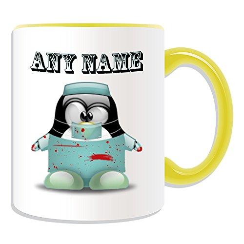 Personalisiertes Geschenk-Chirurg Tasse (Pinguin in Kostüm Design Thema, Farbe Optionen)-alle Nachricht/Name auf Ihre einzigartige-Doctor Bloody Scrubs Uniform, keramik, Gelb