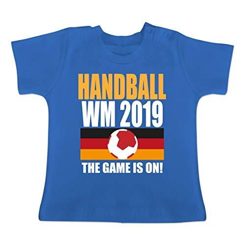 Handball WM 2019 Baby - Handball WM 2019 The Game is on! - 18-24 Monate - Royalblau - BZ02 - Baby T-Shirt Kurzarm