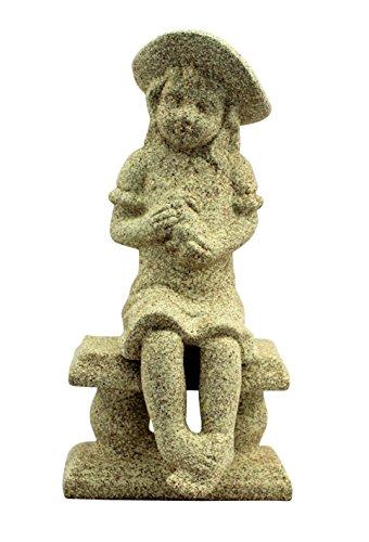 Chica sentado en un banco piedra arenisca adorno de jardín Figura