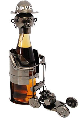 """Preisvergleich Produktbild Flaschenhalter / Flaschenständer - """" Gärtner mit Rasenmäher """" - incl. Name - aus Metall - 47 cm - ideal für Wein, Sekt, Bier u.v.m. - Bierflaschenhalter - Wein-Flaschenhalter - Schraubenfiguren - Rasenmähroboter / Gärtnerin - Weinflaschenhalter / Metallständer - Weine Flasche Wein Deko Figur - Weinhalter als Skulptur / Schraubenfigur Schraubenmännchen - Flaschen Bierhalter - Bierständer - Mähroboter"""