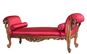 Banquette baroque très élaborée et riche en sublimes détails sculptés qui lui donnent une haute valeur.Idéale pour des intérieurs recherchés et classiques, vous pouvez utiliser cette banquette baroque en tant que banquette d'appoint ou de bout de lit...