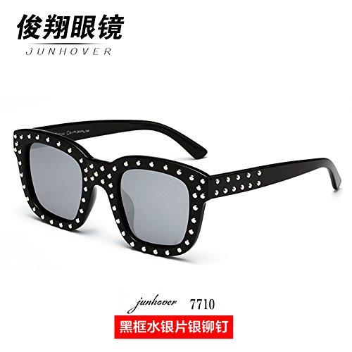 neue version des koreanischen sonnenbrillen, die flut star nieten, personalisierte sonnenbrille, runde gesicht, die roten, lange gläser mit den gleichen absatz,schwarzen rahmen silber flake nieten