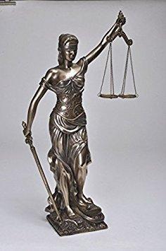 Nuevo. 18cm estor Lady estatua de escalas de justicia. Esta pieza mide 18cm de altura. Hecho de una mezcla de mármol y resina fundido en frío. Será un gran regalo para cualquier persona.