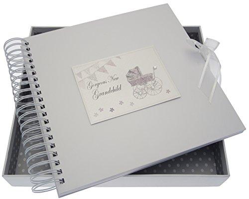 White Cotton Cards New Enkelkind Card/Memory Book (Silber Kinderwagen und Wimpelkette)