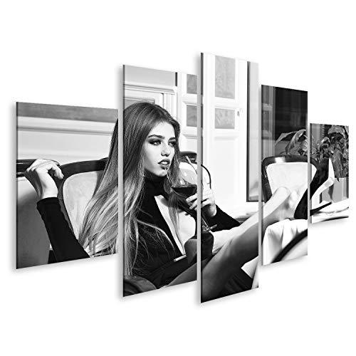 bilderfelix® Bild auf Leinwand Glamour sexy Junge selbstbewusste Frau mit Langen blonden Haaren im Restaurant mit Weinglas in rotem Kleid und Schuhen mit Beinen auf dem Tisch, horizontales Bild Wa - Glamour Sexy Beine