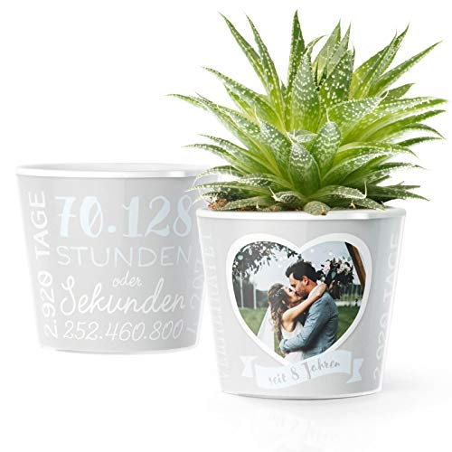 8. Hochzeitstag Geschenk – Blumentopf (ø16cm) | Geschenkidee zur Blechhochzeit für Mann oder Frau mit Herz Bilderrahmen für 1 Foto (10x15cm) | Glücklich Verheiratet - 8 Jahre