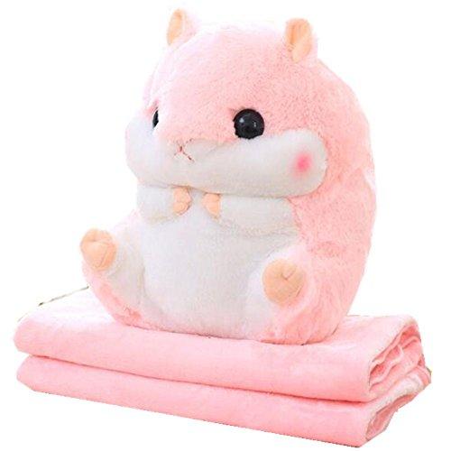 Niedlicher Hamster, der ein Kissen und eine weiche Decke in sich verbirgt, Koralle rose