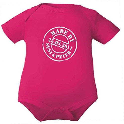 Baby Body 1/4-Arm (Fb. fuchsia) (Gr.68) Made by + Namen der Eltern + Geburtsdatum Baby (Bekleidung Fuchsia Kleine Kinder)