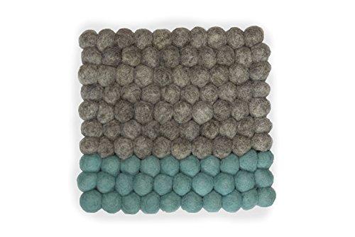 Topfuntersetzer quadratisch aus Filz in modischem Design, 20 cm in vielen Farben zum Aussuchen. Handgefertigt mit Filzkugeln aus reiner Merinowolle zum Schutz Ihrer Möbel und als dekorativer Hingucker. Langlebig und in bester 8-Natur Qualität (grau - mint)