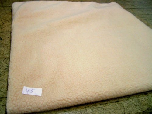 KosiPet® White Sherpa Fleece Self heating Thermal Luxury Pet Dog Cat Bed Mat With Fibre Pad (Medium)