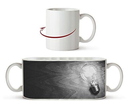 leuchtende Glühbirne Effekt: Schwarz/Weiß als Motivetasse 300ml, aus Keramik weiß, wunderbar als...