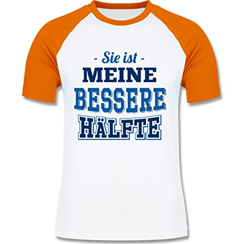 Shirtracer Partner-Look Pärchen Herren - Sie ist Meine Bessere Hälfte - Herren Baseball Shirt Weiß/Orange
