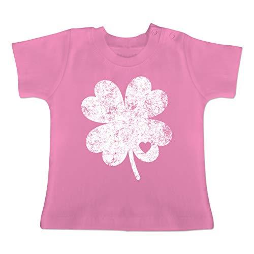 Anlässe Baby - Vintage Kleeblatt mit Herz - 18-24 Monate - Pink - BZ02 - Baby T-Shirt Kurzarm