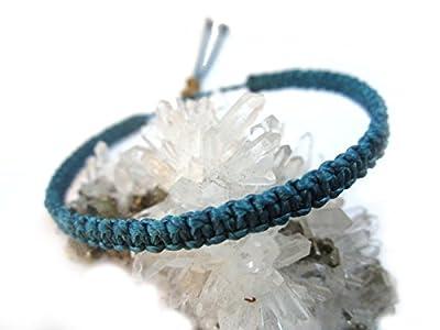 Bracelet brésilien/Amitié/en fil Bleu foncé plat et fin tissé main en macramé avec du fil ciré Réf.PP228