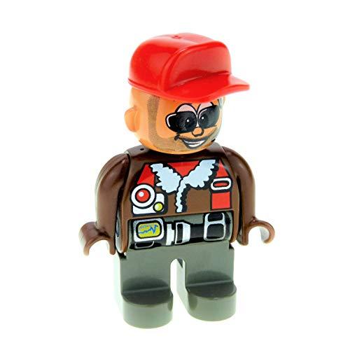 1 x Lego Duplo Figur Mann Hose dunkel grau Jacke braun mit Pelz Kragen Pilot Mütze Basecap rot Sonnenbrille Kopfhörer Toolo 4555pb173