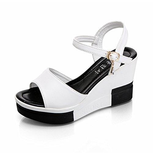 Femmes boucle ceinture de sandales à semelle épaisse/coréen loisirs Joker coins souliers pour dames en été A