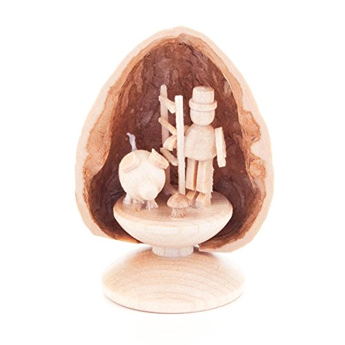 walnut-three-lucky-charm-standing-dregeno-ore-mountains