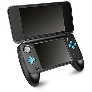 kwmobile Griff für New Nintendo 2DS XL – auch mit New Nintendo 2DS LL kompatibel – Handgriff Controller mit Ständer für Nintendo Konsole – Schwarz