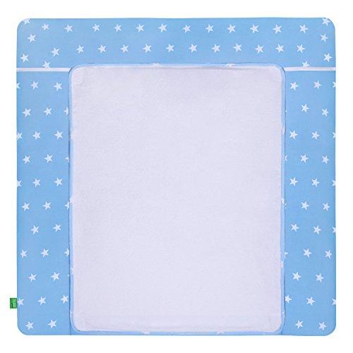 LULANDO Wickelauflage mit 2 abnehmbaren und wasserundurchlässigen Bezügen. 76 x 76 cm. Oberstoff 100{db0d6ff37705b8100ad9adf0148deff5ada91505cb91cbb2c1e7ce8cbffa64ff} Baumwolle. Passend u.a. für die Kommode IKEA Malm, Farbe: White Stars/Blue