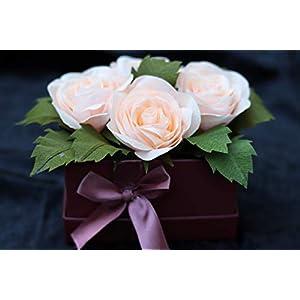 4 Rosen aus Krepppapier in Schmuck-Schachtel