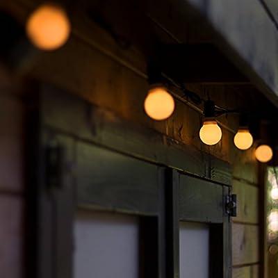 Plaights 30er LED Partylichterkette mit Farbwechsel |die Lichterkette ist für außen und innen geeignet | 10 weiße Kunststoffbirnen in Glühbirnenform mit je 3 LEDs | perfekt für eine Gartenparty