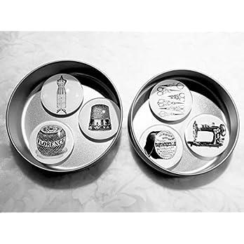 """Magnete Kühlschrankmagnete groß Nähen Hobby Schneidern Nähmaschine Schneiderpuppe Schere Fingerhut 6er Set""""Couture"""", Cabochon-Durchmesser 4 cm, Metallbox Durchmesser 96 mm Höhe 33 mm Geschenkidee"""