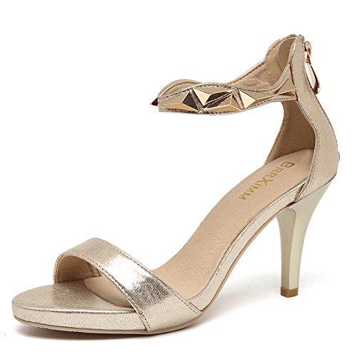 con un paio di sandali con un dito tacchi le scarpe con suole spesse golden