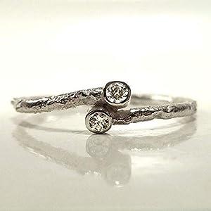 Silberring mit handgemachter Struktur, zwei Zirkonia, Vorsteckring, Damenring, Zirkoniaring aus Silber, Stelingsilber - handgefertigt by SILVERLOUNGE