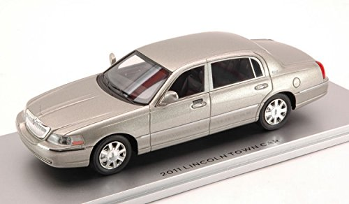 luxury-lx10152-lincoln-town-car-2011-silver-143-modellino-die-cast-model