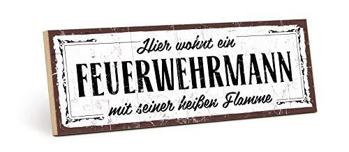 Papa Urlaub Auf Kostüm - TypeStoff Holzschild mit Spruch - Feuerwehr-Mann - im Vintage-Look mit Zitat als Geschenk und Dekoration zum Thema Feuerwehr und Türschild (9,5 x 28,2 cm)