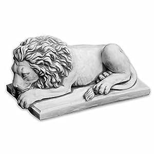 Herrlicher Löwe liegend Kopf gerade aus Steinguss, frostfest
