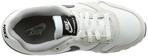 Nike MD Runner 2, Scarpe da Ginnastica Basse Donna Bianco (100)